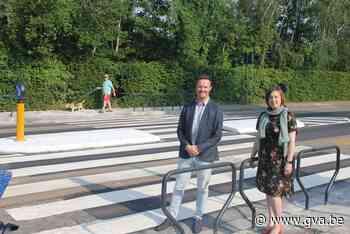 Zebrapad met 'vleugels' houdt wagens op afstand (Temse) - Gazet van Antwerpen Mobile - Gazet van Antwerpen