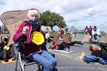 PHOTOS: Seniors block BC legislature streetfront in old-growth solidarity protest – Revelstoke Review - Revelstoke Review