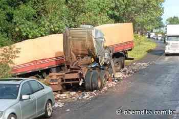 Condutores de caminhões se envolvem em colisão; um veículo estava carregado com cigarros do Paraguai - OBemdito