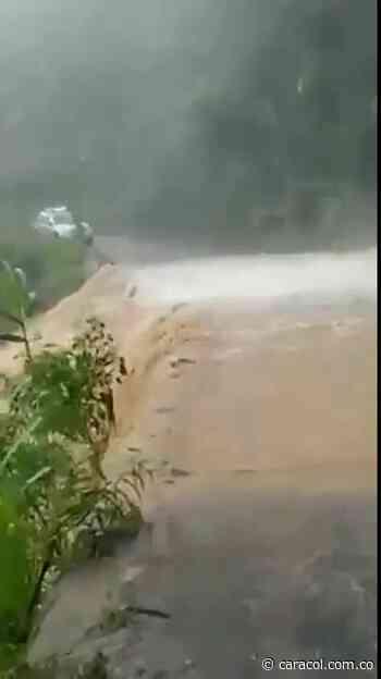 VIDEO: Se desbordó quebrada en Zapatoca - Caracol Radio