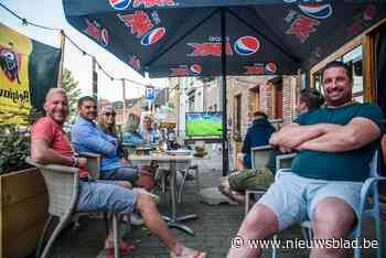 Duivelse supporters vieren bij Bar a Bruce (Boortmeerbeek) - Het Nieuwsblad