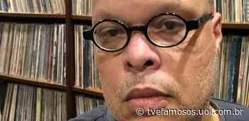 Ed Motta raspa barba após 30 anos antes de tomar vacina contra covid-19 - UOL