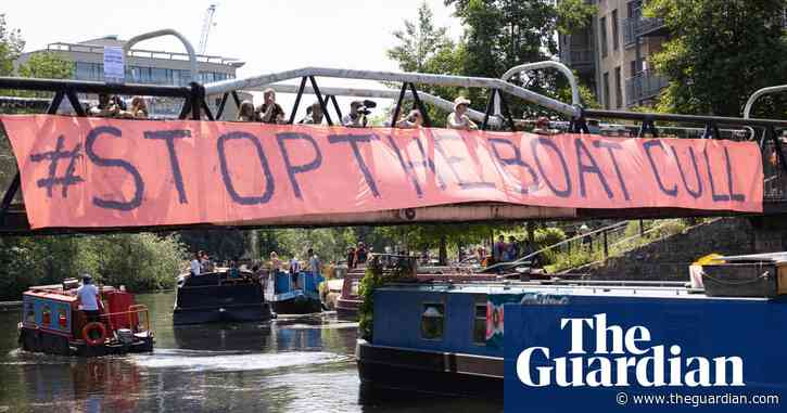 London boat dwellers protest against plans they say could leave them homeless