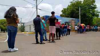 Centros de vacunación habilitados para adolescentes en Santiago fueron abarrotados - Diario Libre