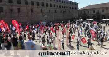 Cientos de personas se manifiestan en Santiago contra la universidad privada de Abanca - El Español