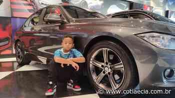 De Cotia, rapper de 6 anos segue os passos do pai e do irmão e lança seu primeiro videoclipe - Cotia e Cia