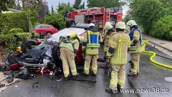 Kreis Helmstedt: E-Auto landet auf Dach! Schwerer Einsatz für Feuerwehr - News38