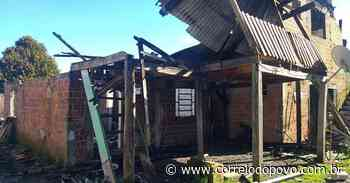 Incêndio destrói quatro casas em Caxias do Sul - Jornal Correio do Povo