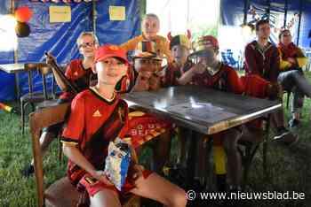 Samen voetbal kijken en de grasmat ruiken (Pepingen) - Het Nieuwsblad
