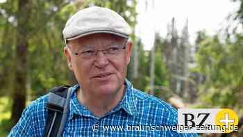 Ministerpräsident Weil wandert bei Schöningen durch den Elm