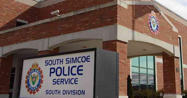 Toronto man dies in skydiving incident in Innisfil, Ont. - Global News