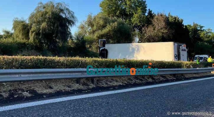 Tir si ribalta sulla A18 direzione Giarre. Lunghe code - Gazzettinonline