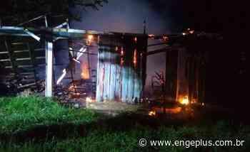 Casa é destruída por incêndio em Imbituba - Engeplus