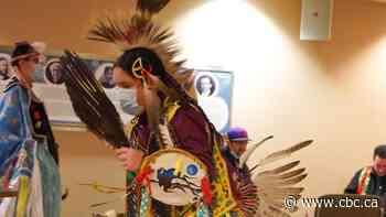 Performing, teaching powwow dances virtually 'good medicine': Winnipeg siblings