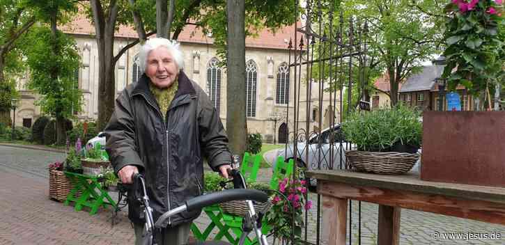 Mit Rollator: 97-Jährige auf Spenden-Marathon (pro)