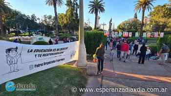 Clase abierta en la plaza para reclamar aulas abiertas - Esperanza DíaXDía
