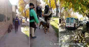 Máxima tensión en Godoy Cruz: un policía armado se atrincheró con su exmujer y otro hombre - Los Andes (Mendoza)