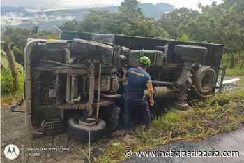 Abandonan furgón accidentando entre El Colegio y Viotá, Cundinamarca - Noticias Día a Día