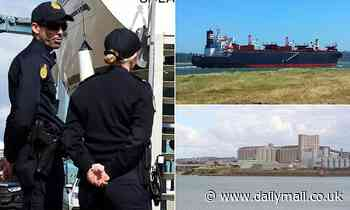 Urgent search for two missing crew members who FLED Chinese ship Glorious Plumeria in Geelong, VIC