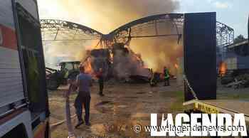 Incendio a Pianezza: in fiamme i capannoni di una cascina, colonna di fumo - http://www.lagendanews.com