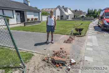 """Automobiliste (57) wordt onwel en knalt op brievenbus en tuinomheining: """"Ze heeft veel geluk gehad"""""""