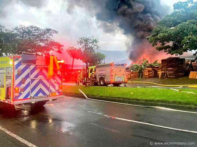 Controlado incendio en bodega de químicos en Medellín - El Colombiano