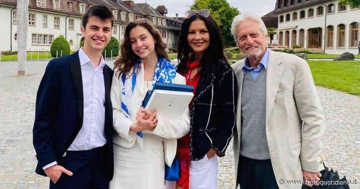 Michael Douglas scambiato per il nonno della figlia 18enne durante la festa del diploma: l'attore reagisce così