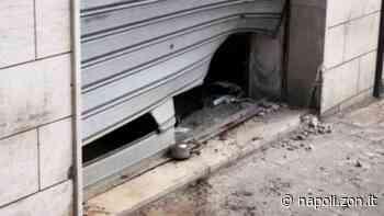 Boato nella notte: bomba carta devasta un'agenzia funebre- LE FOTO - Napoli.zon