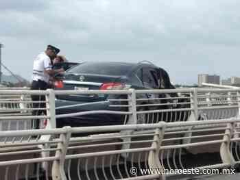 Se accidenta otro vehículo en el puente del Palmito, en Culiacán - Noroeste