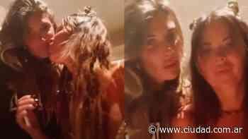 Karina Jelinek se mostró a los besos con Florencia Parisse tras las versiones de noviazgo:... - Ciudad Magazine