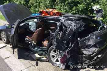 Schwerer Unfall auf A565 – Eine Person eingeklemmt - Honnef heute