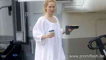 Fashion-Fehltritt? Jennifer Lawrence trägt Nachthemd-Look - Promiflash.de