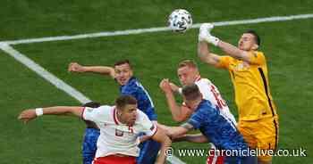Dubravka and Slovakia keep Lewandowski out as 10-man Poland lose