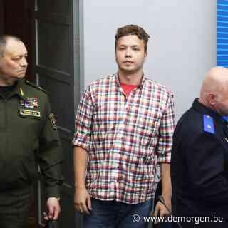 Gevangen Wit-Russische journalist Pratasevitsj spreekt op persconferentie, vermoedelijk onder dwang
