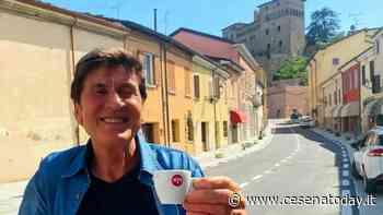 """Gianni Morandi si gusta un caffè a Longiano: """"Presto uscirà una mia nuova canzone"""" - CesenaToday"""