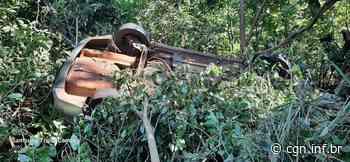 Capotamento deixa condutora de HB20 ferida na BR-369, em Bandeirantes; no carro também havia seis cães - CGN