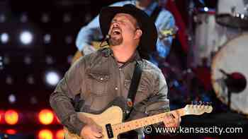 Garth Brooks' Kansas City show sells out. Best Arrowhead seats now selling for $9,200 - Kansas City Star