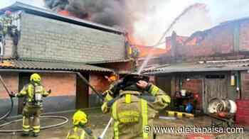 Incendio acabó con una bodega de químicos en Guayabal - Alerta Paisa