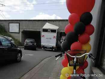 Zoveelste bestelwagen rijdt zich vast onder spoorwegbrug Waregem - Focus en WTV
