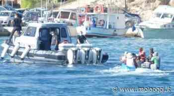 Lampedusa, sbarcano altri 100 migranti • Imola Oggi - Imola Oggi