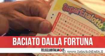 Acerra, sfiorato il 6 al SuperEnalotto: vince oltre 25mila euro indovinando 5 numeri - Teleclubitalia.it