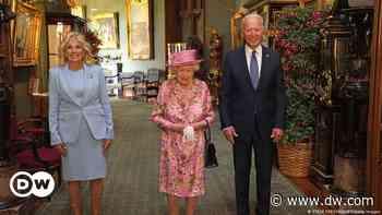 Isabel II recibió a Joe Biden en el castillo de Windsor - DW (Español)