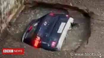 Car unexpectedly disappears into disused well in Mumbai