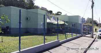Vândalos atacam posto de vacinação contra a COVID em Pouso Alegre - Estado de Minas