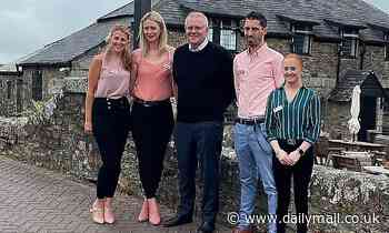 Picture of Scott Morrison outside an English pub in Cornwall sparks outrage