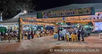 Porto Seguro: Para divulgar 'Vacina com forró', prefeito dança em ponto de imunização - Bahia Notícias