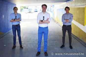 """Deze drie vrienden lopen Iron Man die ze zelf in elkaar hebben gestoken: """"Twaalf uur afzien voor het goede doel"""""""