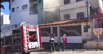 Caminhonete pega fogo em garagem de casa em Linhares - A Gazeta ES