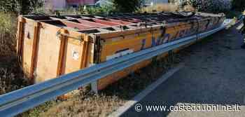 Paura a Selargius, rimorchio si sgancia sulla Ss 554 e perde un carico di legname - Casteddu Online