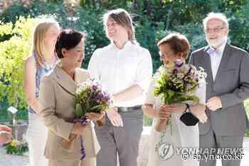 La primera dama visita un jardín botánico | AGENCIA DE NOTICIAS YONHAP - Agencia de Noticias Yonhap